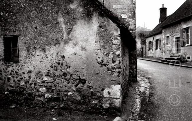 Frankreich, Loiretail, alte Dorfstraße (1979) / France, Loire valley, old village street (1979)