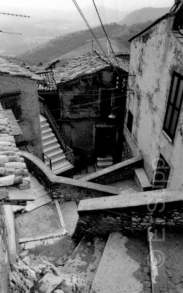 Italien, Abruzzen, alte Dorftreppe (1985) / Italy, Abruzzi, old village stairs (1985)