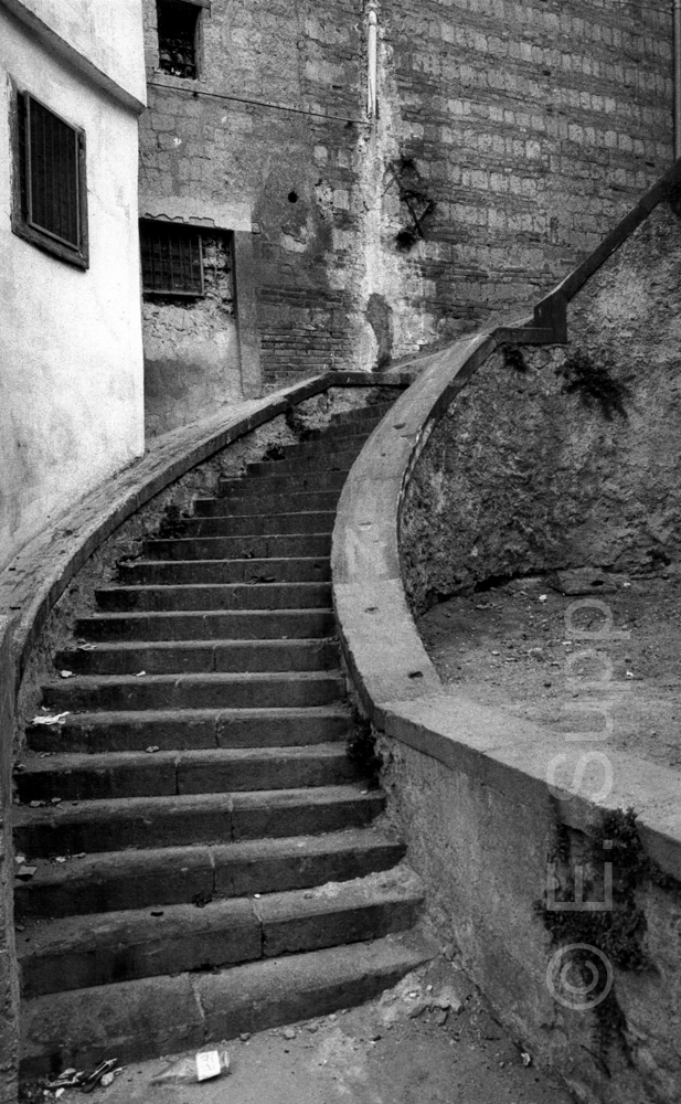 Italien, Neapel, Treppe in der Altstadt (1985) / Italy, Naples, stairs in the historic centre (1985)