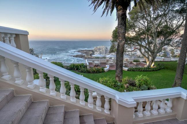 Südafrika, Cape Town, Blick vom Ellerman House, Bantry Bay, auf die Atlantikküste (2012)