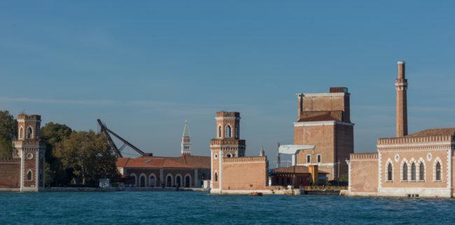 Venedig, Italien, Arsenal von der Lagune mit Campanile San Marco
