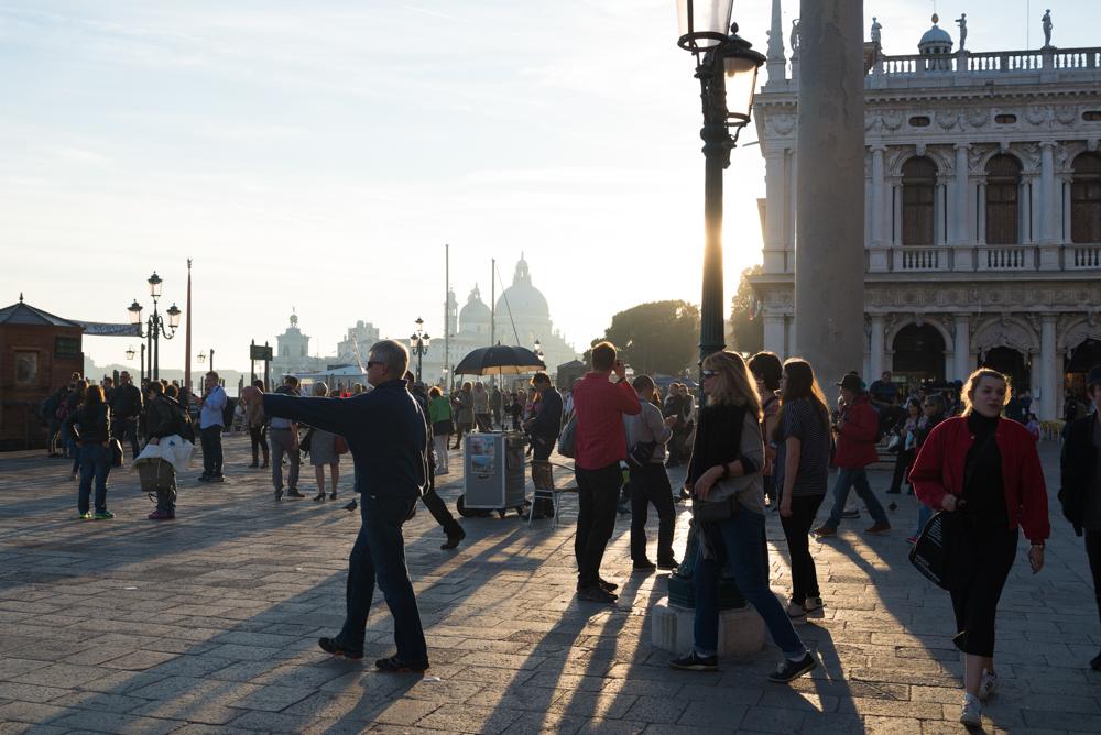 Venedig, Italien, Markusplatz und Santa Maria della Salute im Abendlicht