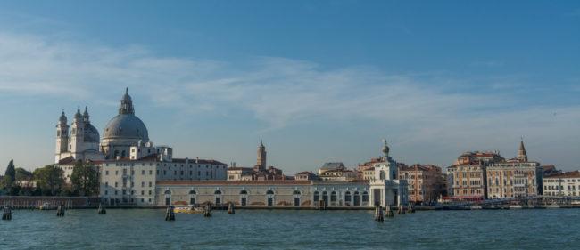 Venedig, Italien, Blick vom Canale della Giudecca auf Santa Maria della Salute und Anfang Canale Grande