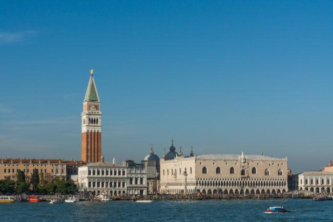 Venedig, Italien, Blick vom Canale della Giudecca Campanile di San Marco und Palazzo Ducale (Dogenpalast)