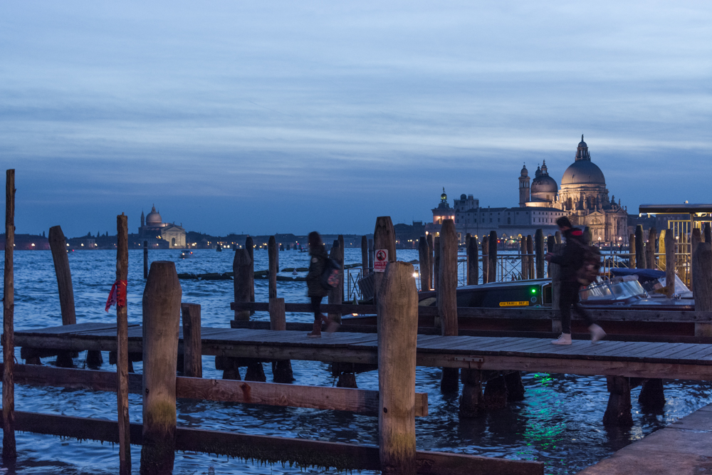 Venedig, Italien, Santa Maria della Salute vom Bootsanleger an Riva degi Schiavoni