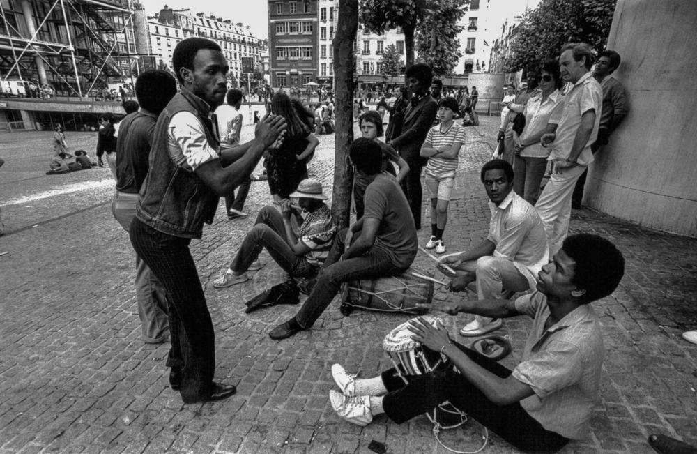 Frankreich, Paris, Straßenmusikanten vor Beaubourg (1980)