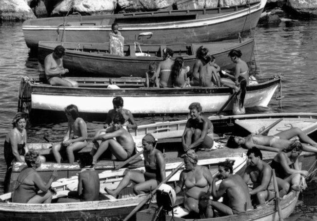 Italien, Neapel, Sonntagspicknick am Hafen (1985)