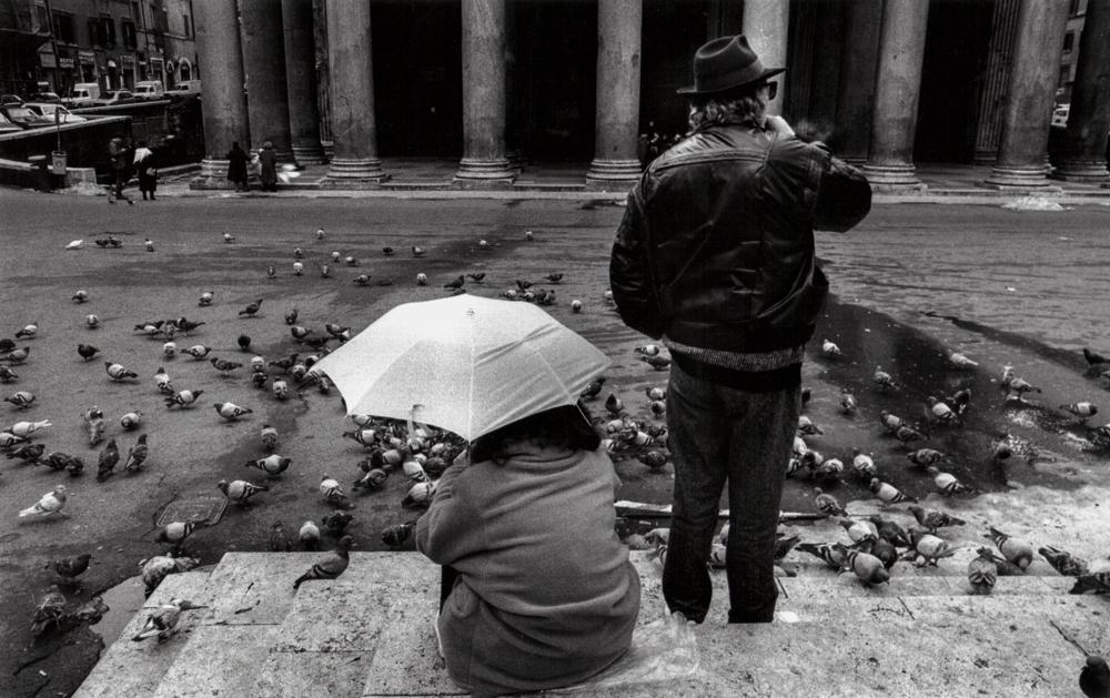 Italien, Rom, Touristen und Tauben vor dem Pantheon (1978)