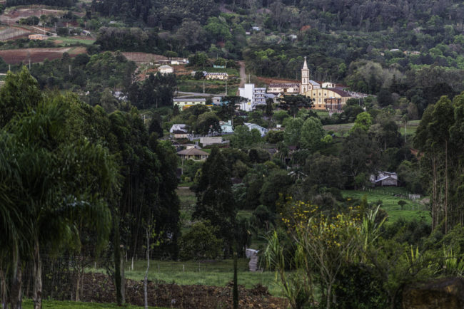 Brasilien, Rio Grande do Sul, Serra Gaúcha - Blick vom Weingut Don Guerino auf Alto Feliz (2013)