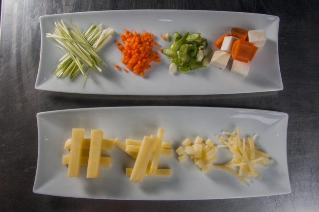 Schnittformen Gemüse und Kartoffeln (Julienne, Brunoise, Paysanne, Mirepoix / Pont Neuf, frites, carrées, allumettes) - enos-Kochlexikon