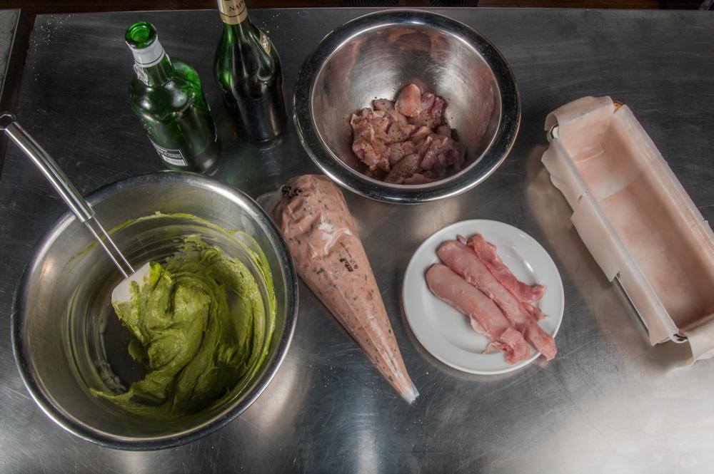 Kaninchenterrine, Kaninchenfleisch, Kräuterfarce, Alkoholika, ausgeschlagene Terrine - enos-Kochlexikon