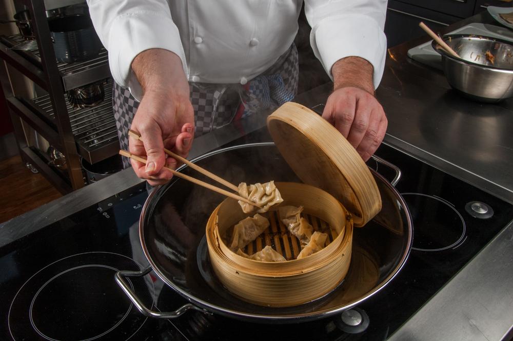 Dim sum, Teigtaschen mit Füllung, im Wok dämpfen - enos-Kochlexikon