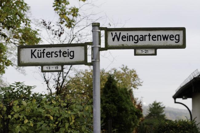 Berlin, Spandau, Straßenschilder erinnern an einstigen Weinbau