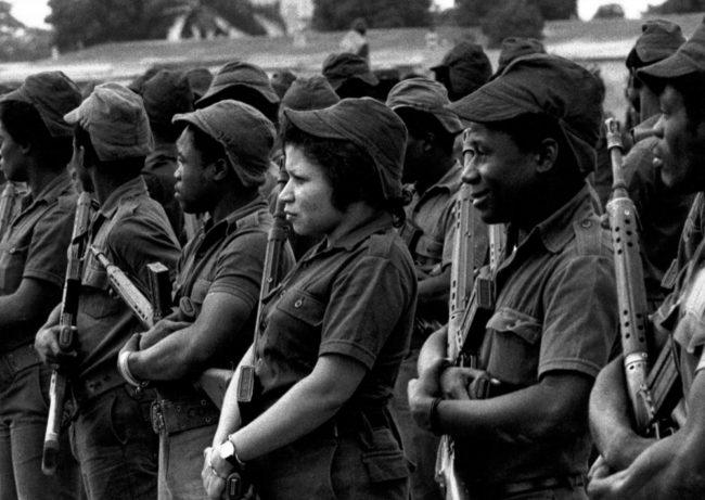 Angola, Luanda, Milizparade - (1976)