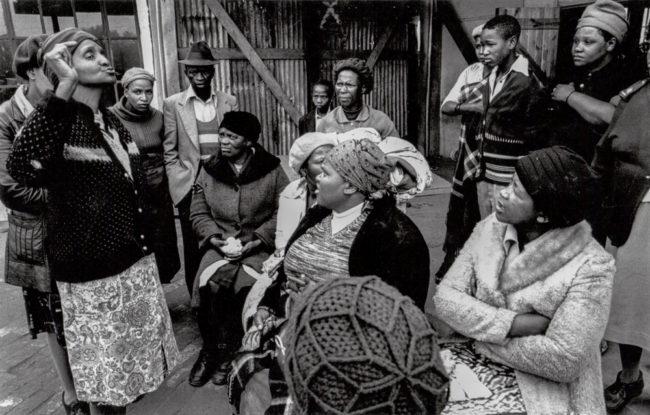 Südafrika, Kapstadt, Apartheid Crossroads, Frauenkommittee nach einer Polizeirazzia - (1978)