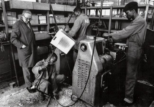 Südafrika, Johannesburg, Arbeiter bei AEG - (1978)