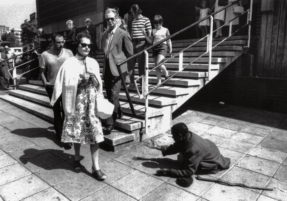 Südafrika, Johannesburg, Apartheid, Kein Almosen vor der Kirche - (1978)