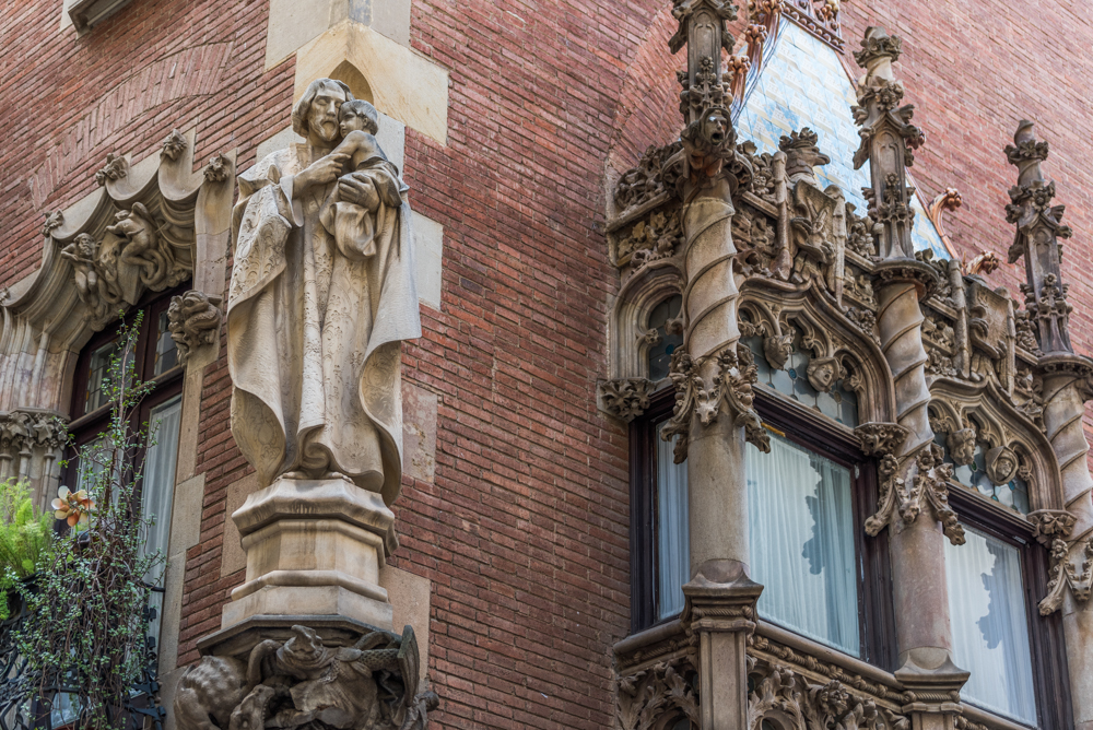 Spanien, Katalonien, Barcelona, Modernisme-Architektur, Josep Puig i Cadafalch, Casa Marti, Carrer de Montsió - (2017)